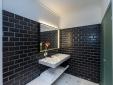 Baño negro en Divina Suites Hotel Boutique